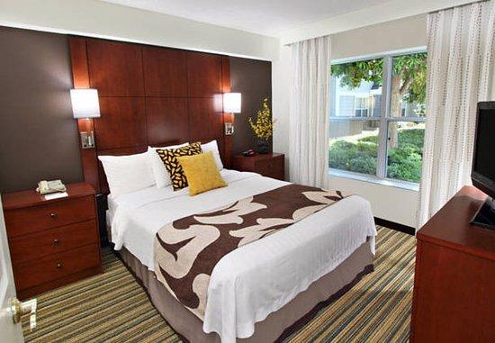 Milpitas, Kalifornien: Suite Bedroom