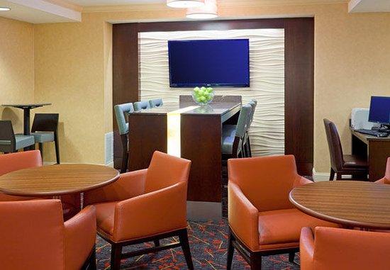 Dedham, MA: Business Center