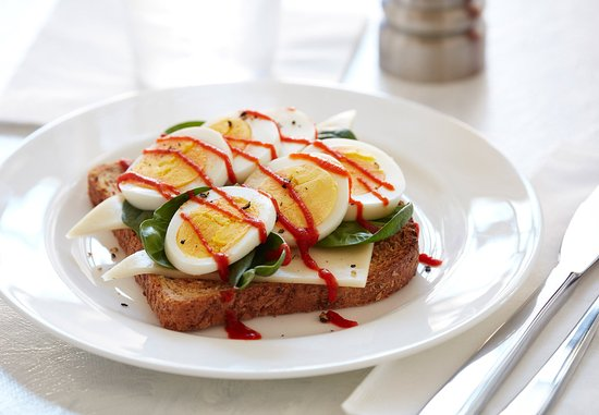 Parsippany, Nueva Jersey: Toast with Hard Cooked Eggs