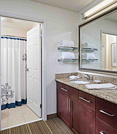 Westminster, CO: Suite Bathroom