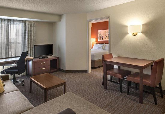 Lakewood, CO: One Bedroom Suite