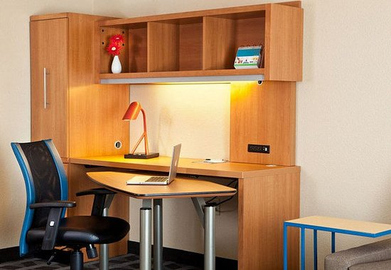 Littleton, CO: Suite – Work Desk