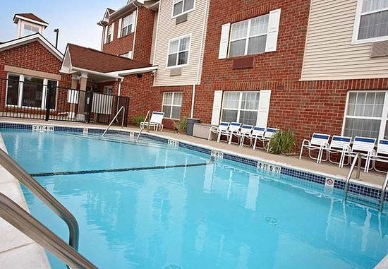 Sterling Heights, MI: Outdoor Pool