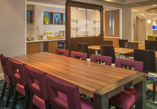 Gaithersburg, MD: Communal Table