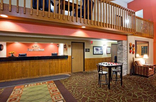 Americ Inn Fergus Falls Front Desk