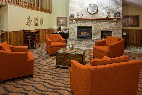 Saint Cloud, MN: Americ Inn St Cloud Lobby