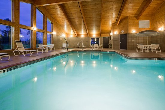 Saint Cloud, MN: Americ Inn St Cloud Pool