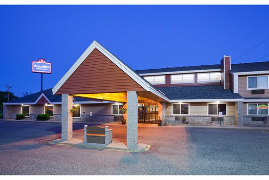 Saint Cloud, MN: Americ Inn St Cloud Exterior Night Front