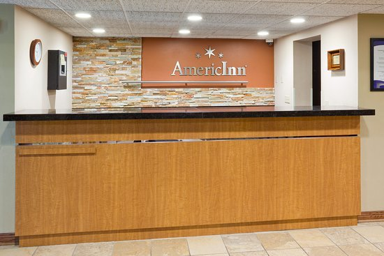 Saint Cloud, MN: Americ Inn St Cloud Front Desk