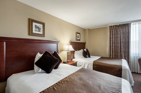 Clarion Collection Hotel Arlington Court Suites: Queen efficiency room
