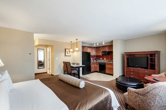 Clarion Hotel Suites Arlington Va