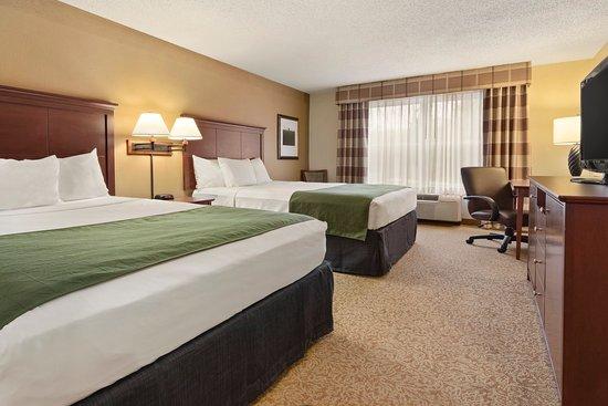 Stevens Point, WI: STEVDouble Queen Guest Room