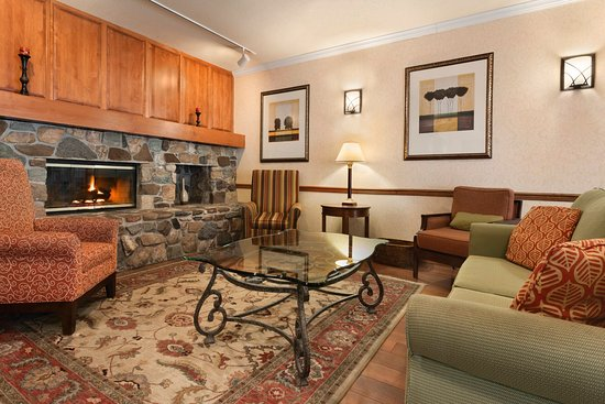 Stevens Point, WI: STEVLiving Room With Fireplace