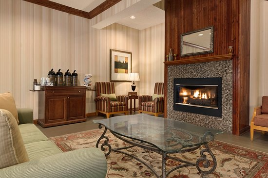West Bend, WI: WBENLiving Room With Fireplace