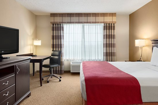 West Bend, WI: WBENOne King Guest Room