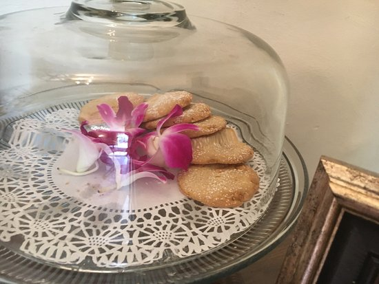 Graylyn Estate: Delicious buffet food and butterscotch cookies
