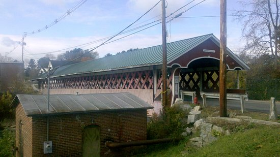Swanzey, NH: Thompson Covered Bridge