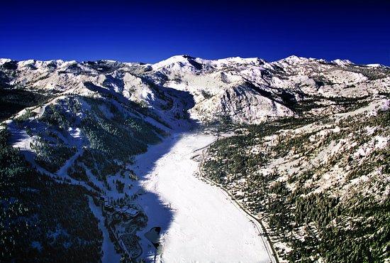 Olympic Valley, Kaliforniya: Resort at Squaw Creek_Exterior_Aerial View of Squaw Valley