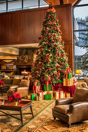 Olympic Valley, Californië: Resort at Squaw Creek_Lobby_Christmas Tree