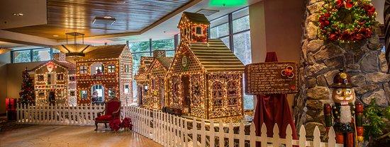 Olympic Valley, Californië: Resort at Squaw Creek_Lobby_Magical Memories Gingerbread Houses