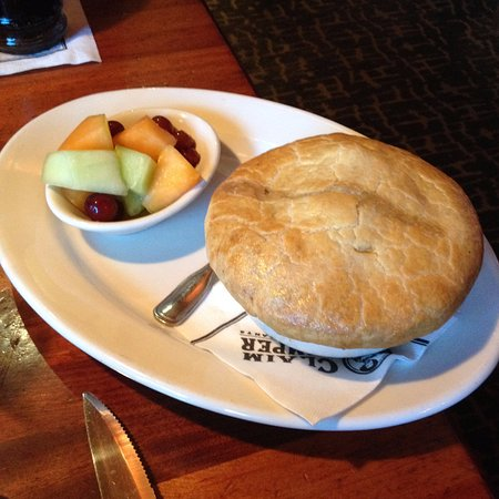 ‪‪Lynnwood‬, واشنطن: Chicken pot pie and fruit‬