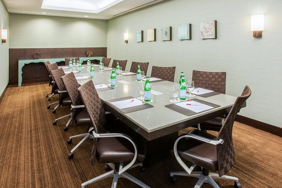 Glen Ellyn, IL: Board Room