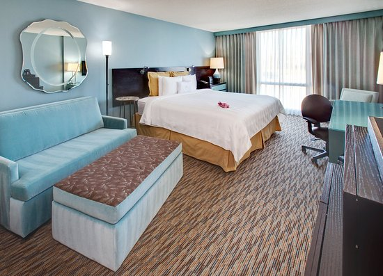 Glen Ellyn, IL: King Bed Guest Room