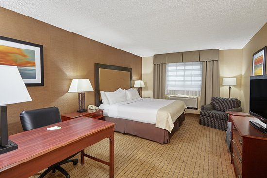 Carol Stream, IL: King Guest Room