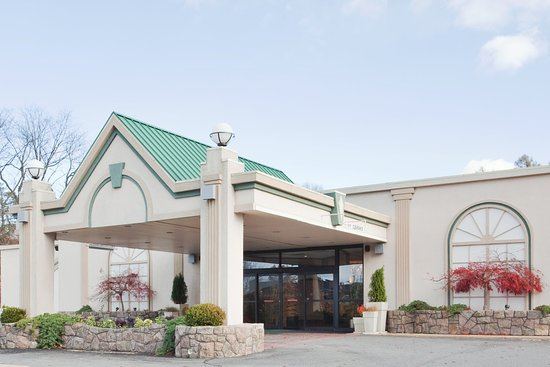 Middletown, NY: Hotel Exterior
