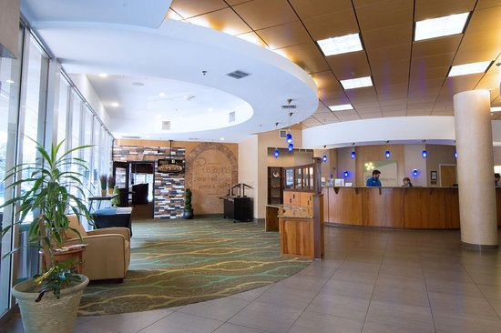 Holiday Inn Gainesville University Center: Front Desk