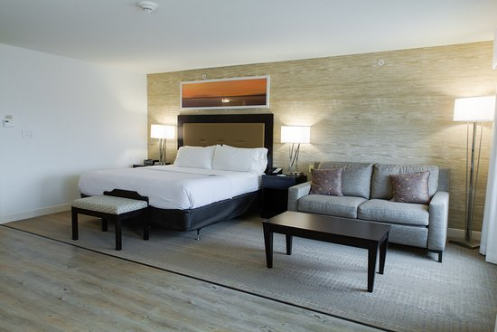 Holiday Inn & Suites Airport: ADA king guest room with LVT flooring and low pile carpet