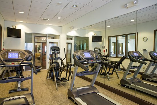 Bloomington, IL : Refreshed fitness room with cardio and strength equipment