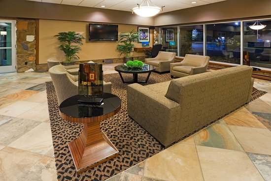 Detroit Lakes, Μινεσότα: Modern Hotel lobby ready to Welcome You