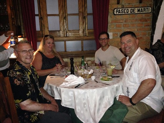 Restaurante Paladar Decamerón : 3 tables full