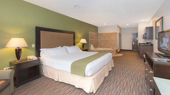 Riverwoods, IL: King Bed Whirlpool Suite Nonsmoking