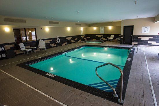Holiday Inn Express Hotel & Suites Topeka West I70 & Wanamaker: Swimming Pool