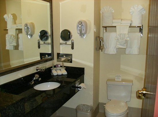 Grand Prairie, TX: Guest Bathroom