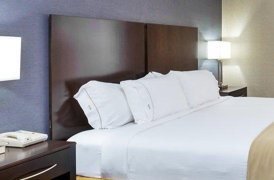 Westampton, NJ: King Bed