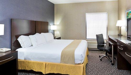 Westampton, NJ: King Bed, Work Area, Television