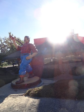 Willits, CA: The Lumberjack