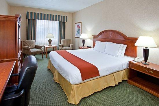 Bridgeville, PA: King Bed Guest Room