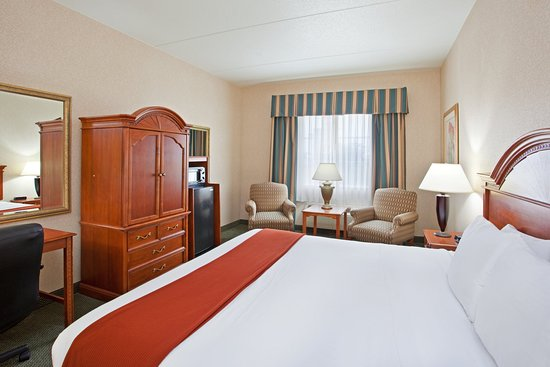 Bridgeville, PA: King Bed Guest Room
