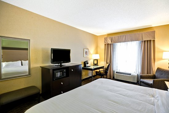 Christiansburg, VA: Have a relaxing stay in our KING rooms.