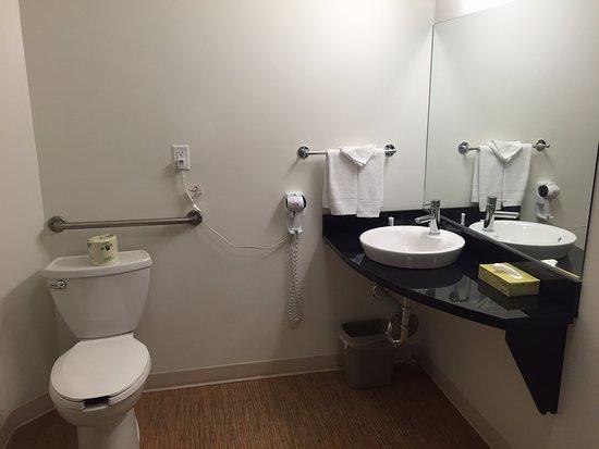 Bathroom, Motel 6 Brandon MB