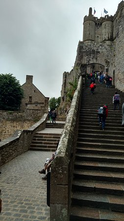 Biara Mont-Saint-Michel: There are a lot steps to be climbed