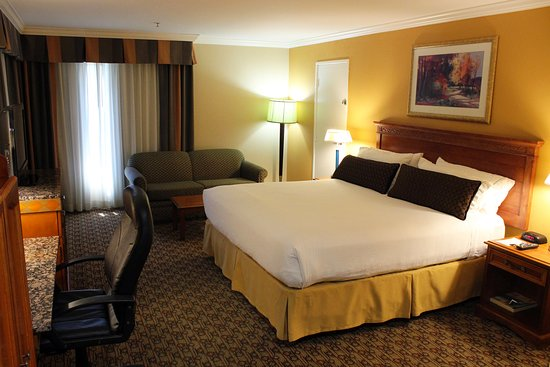 Moreno Valley, Kalifornia: Our Spacious King room is perfect for work or play