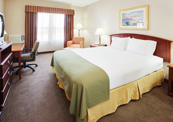 Holiday Inn Express - West Sacramento: King Bed Guest Room