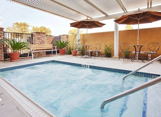 Holiday Inn Express - West Sacramento: Recreational Facility-Hot spa