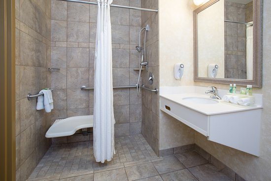 Holiday Inn Express Minot South: ADA/Handicapped accessible Guest Bathroom with roll-in shower
