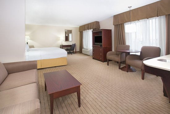 Holiday Inn Express Minot South: ADA/Handicapped accessible Queen Suite